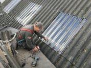 Vervangen lichtplaten en renovatie van ligboxenstal